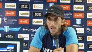 Zubeldía en conferencia de prensa. (racingclub.com.ar)