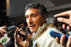 Cagna aseguró que ya no quiere hablar sobre su continuidad al frente de Estudiantes (Foto: Télam)