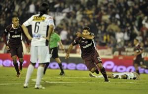 Silvio Romero ya festeja el gol del triunfo (Foto: Télam)