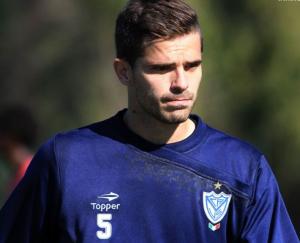 Fernando Gago hizo fútbol a la par de sus compañeros y no solo que se mostró muy bien, también fue importante en el parado del equipo desde lo táctico (Foto www.velezsarsfield.com.ar)